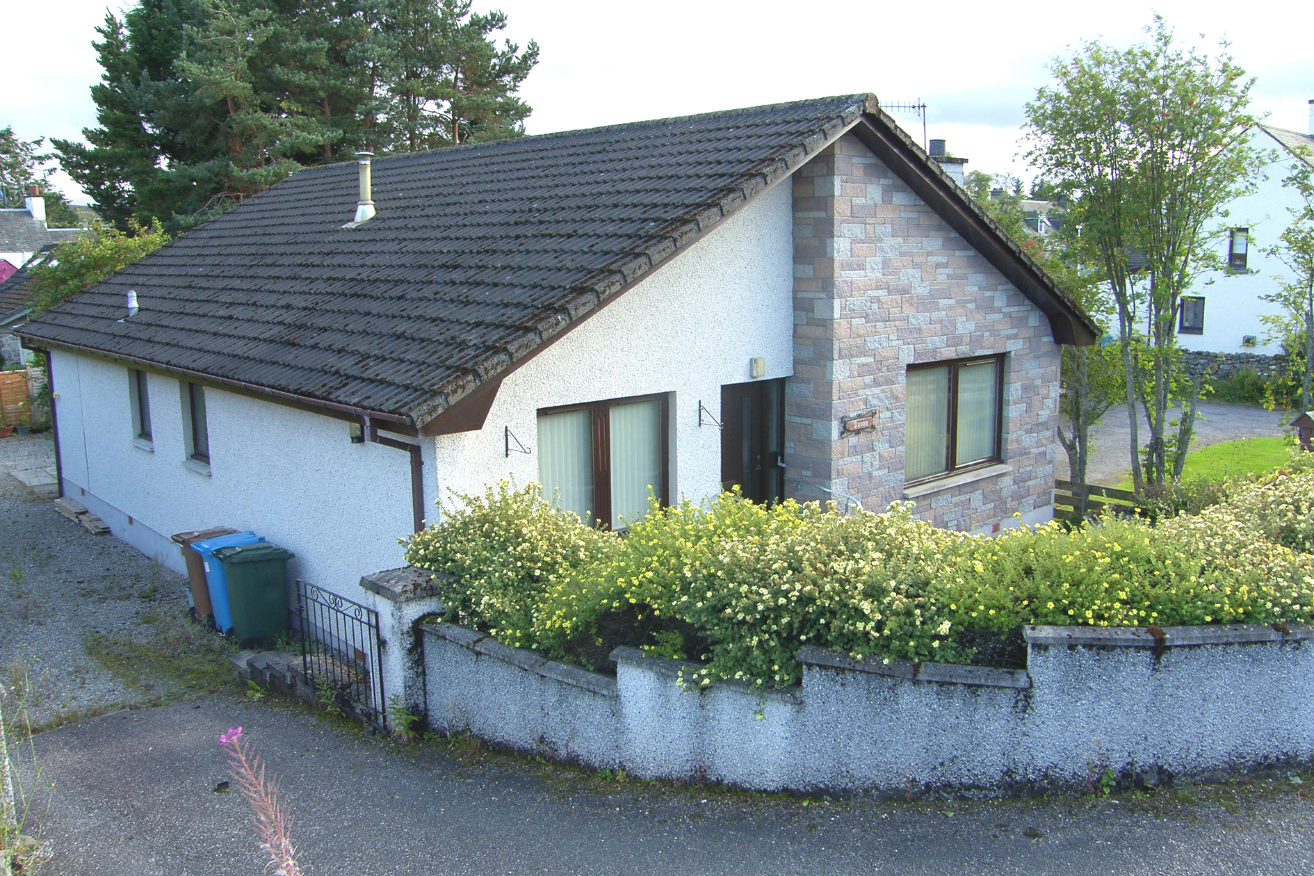 3 Bedrooms Bungalow for sale in Newtonmore, PH20 1ED