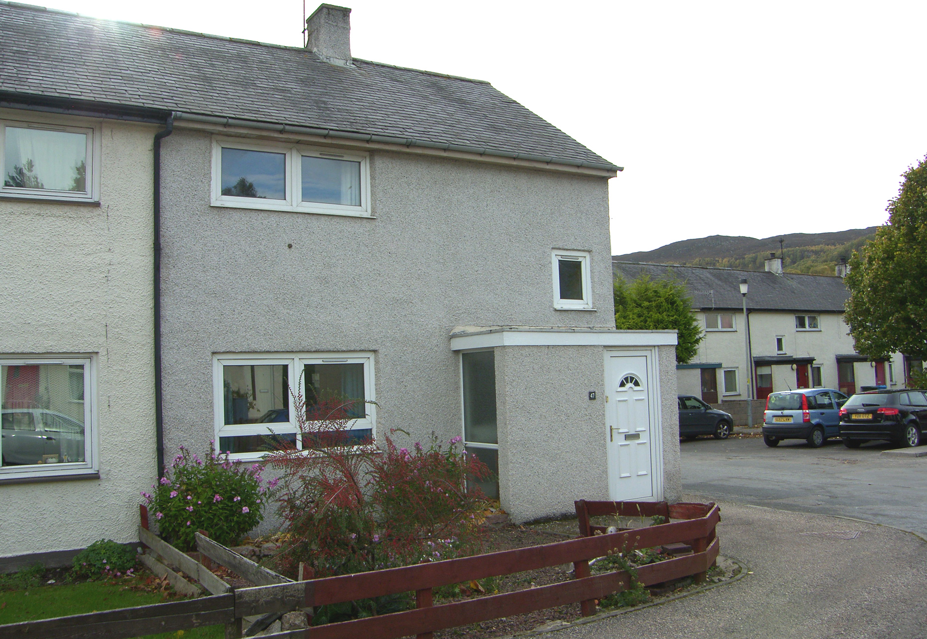 2 Bedrooms Semi Detached House for sale in Milton Park, Aviemore, PH22 1RS